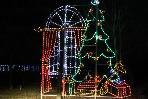 Bingemans-gift-of-lights---Lets-Discover-ON--11