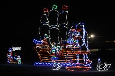 Bingemans-gift-of-lights---Lets-Discover-ON--12