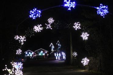 Bingemans-gift-of-lights---Lets-Discover-ON--4