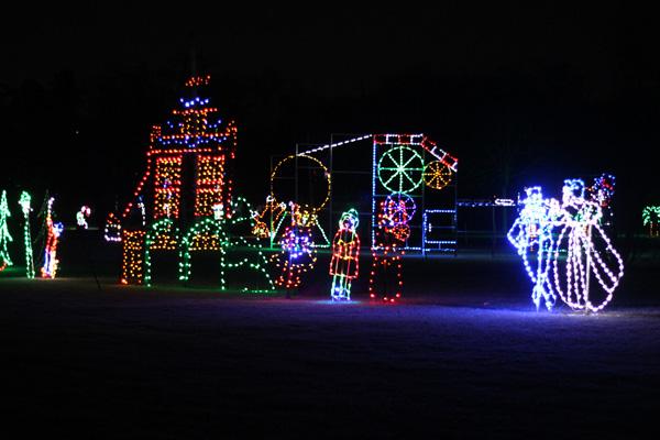 Bingemans-gift-of-lights---Lets-Discover-ON--6