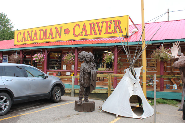 Sault-Ste-Marie-Agawa-crafts---Canadian-Carver-Lets-Discover-ON-1