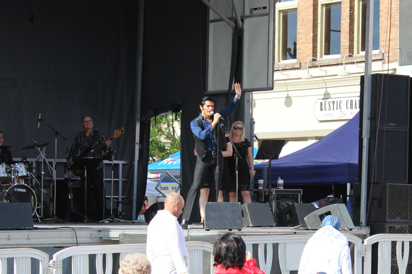 Collingwood-Elvis-Festival---Dean-Z-Elvis-performance---Lets-Discover-ON