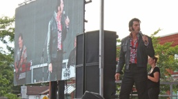 Collingwood-Elvis-Festival---stage-performer---Lets-Discover-ON