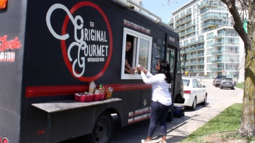 Lets-Discover-ON---Toronto-Humber-Bay---food-trucks-at-humber-bay-park