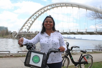 Lets-Discover-ON---Toronto-Humber-Bay---Petula-Bike-Share-at-arch