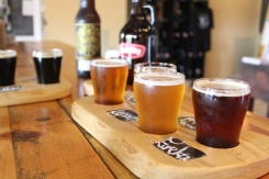 Brantford-Paris-Bell-City-Brewing-flight-of-beer-Lets-Discover-ON