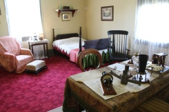 Brantford-Paris-Bell-Homestead-inventor-bedroom-Lets-Discover-ON