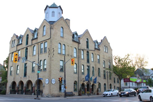 Brantford-Paris-downtown-Paris-Arlington-Hotel-exterior-Lets-Discover-ON