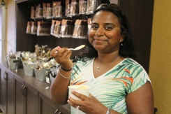 Brantford-Paris-downtown-Paris-Chocolate-Sensations-ice-cream-Lets-Discover-ON