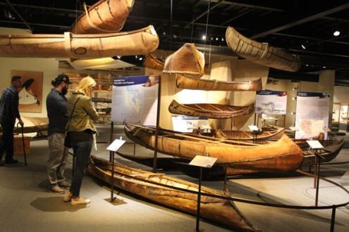 Canadian-Canoe-Museum-display-Lets-discover-ON