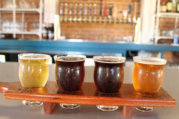 The-Publican-House-beer-flight-Lets-Discover-ON